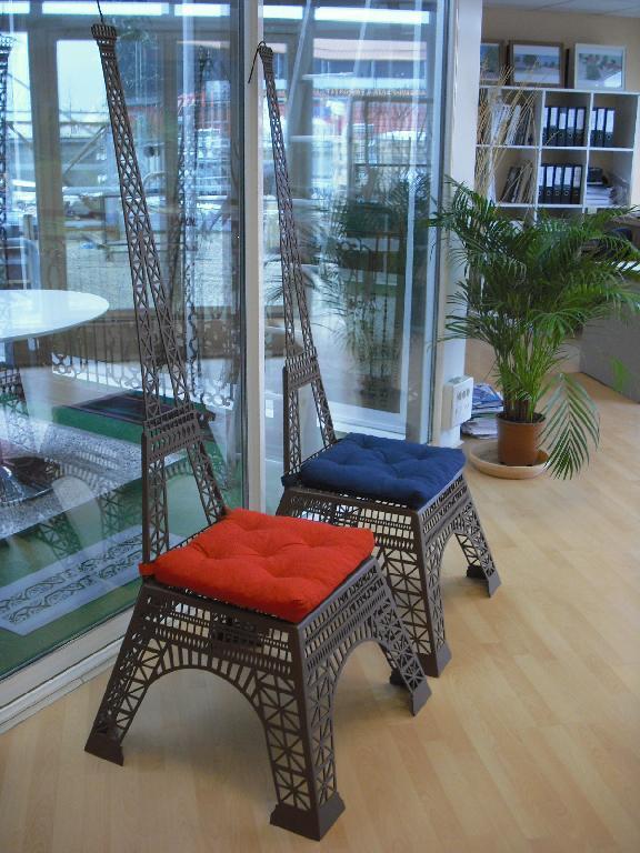 Code Produit Description Une Trs Belle Chaise Design Tour Eiffel