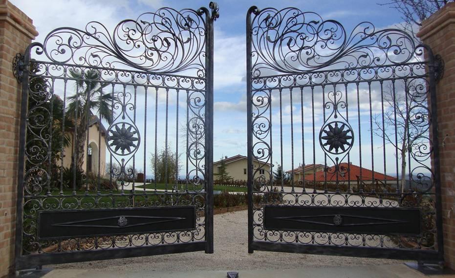 Manufacture gates doors manufacturers of steel gates fences railing doors wrought for Porte villa en fer