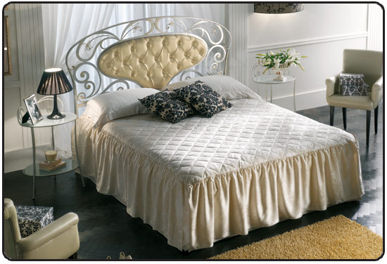 lit en fer forg en promotion pas cher lit a baldaquin lit adultes lit enfant. Black Bedroom Furniture Sets. Home Design Ideas