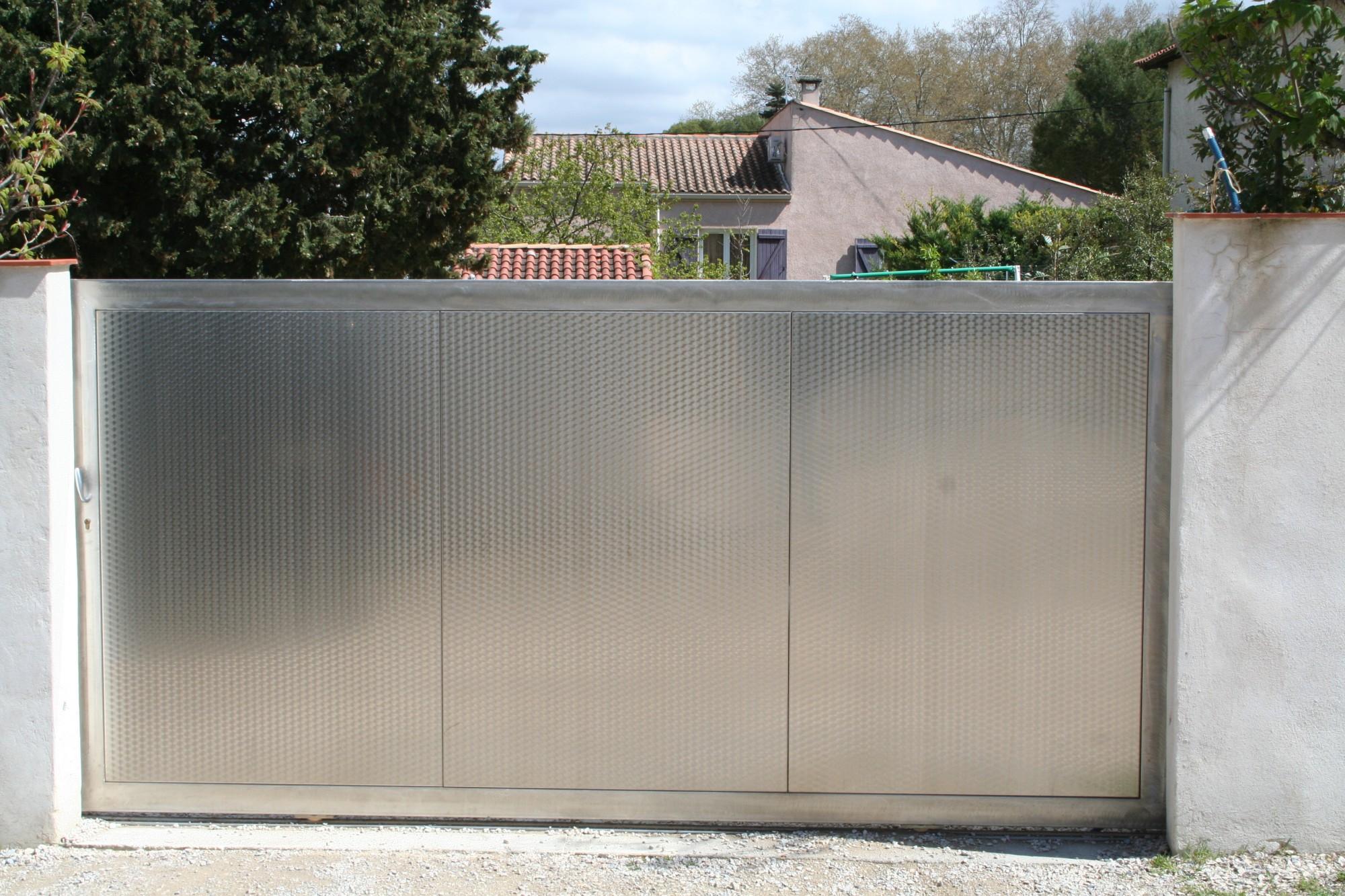 Portail en inox portillon en inox porte de garage en for Porte metallique jardin
