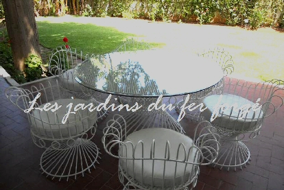 lit en paille meuble jardin tables de jardin decoration d interieur. Black Bedroom Furniture Sets. Home Design Ideas