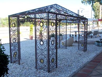 pergola en fer forg tonnelle abris de jardin gloriette en acier pergola en fer forg prgola de. Black Bedroom Furniture Sets. Home Design Ideas
