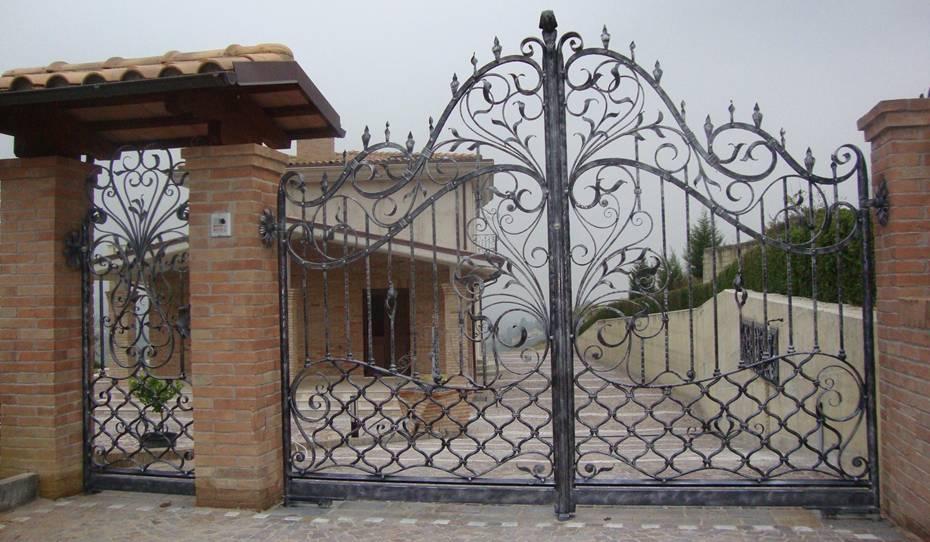 Fabricant portail portillon grille cl ture en fer forg m tallique acier ferronnerie for Porte de jardin en fer